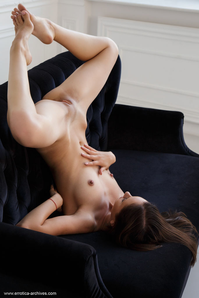 Sade Mare in enticing photo sessions