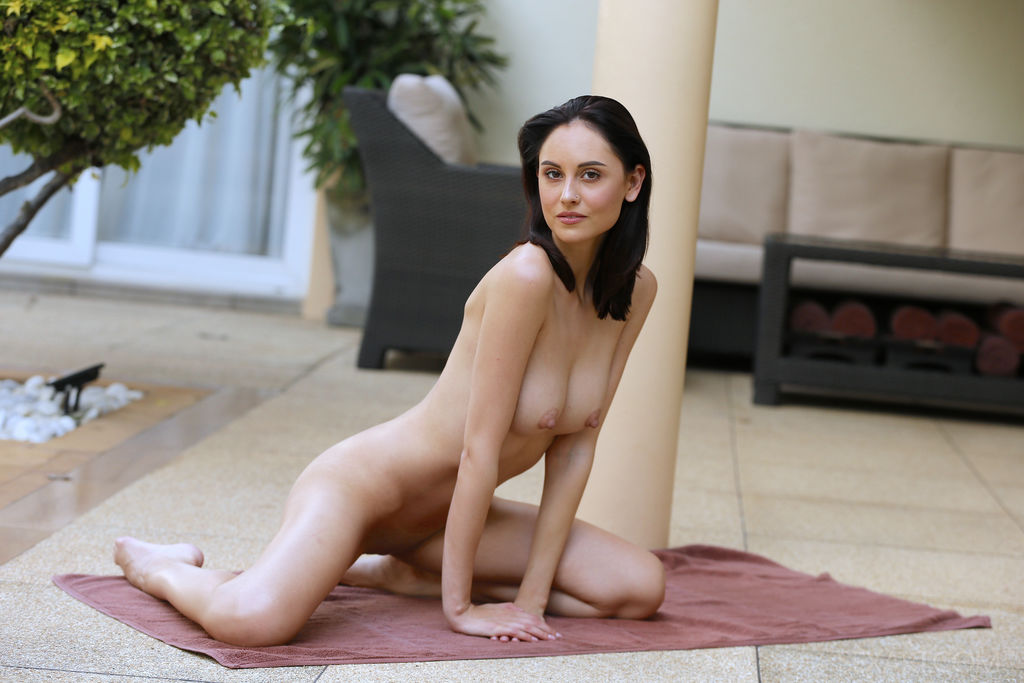 Best lecherous model Sade Mare in nude sessions