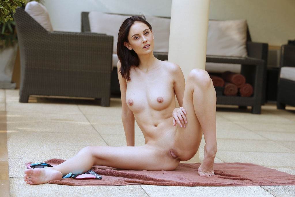 Sade Mare in titillating photo HD for free of cost
