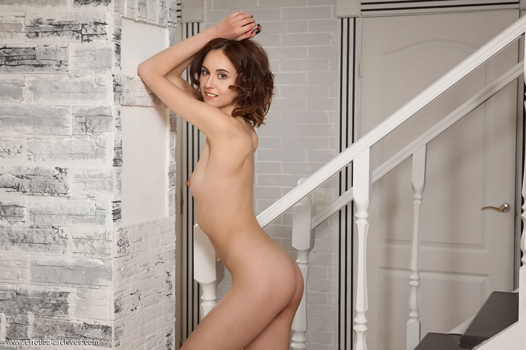Sade Mare in stark-naked picture
