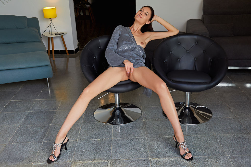Model of Sade Mare in undressed sessions