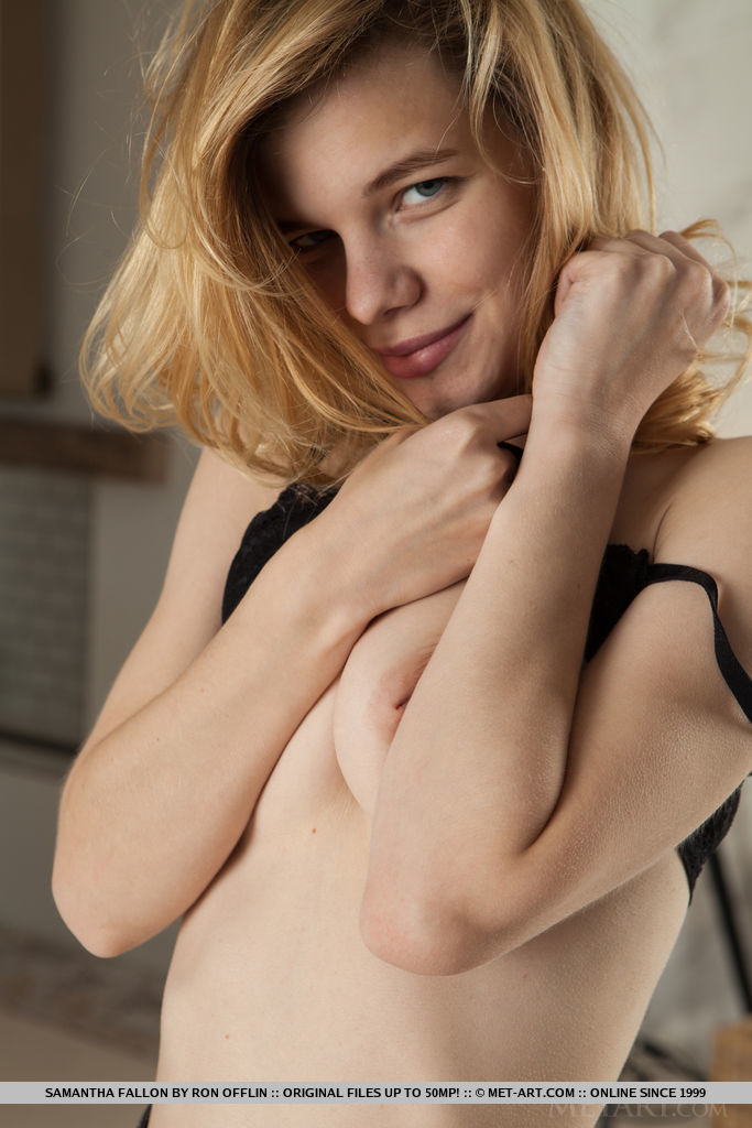 Samantha Fallon in alluring photo sessions for gratis