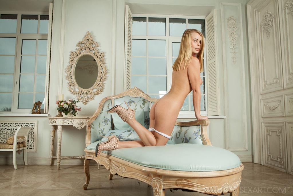 Sarika A in buck naked snapshot