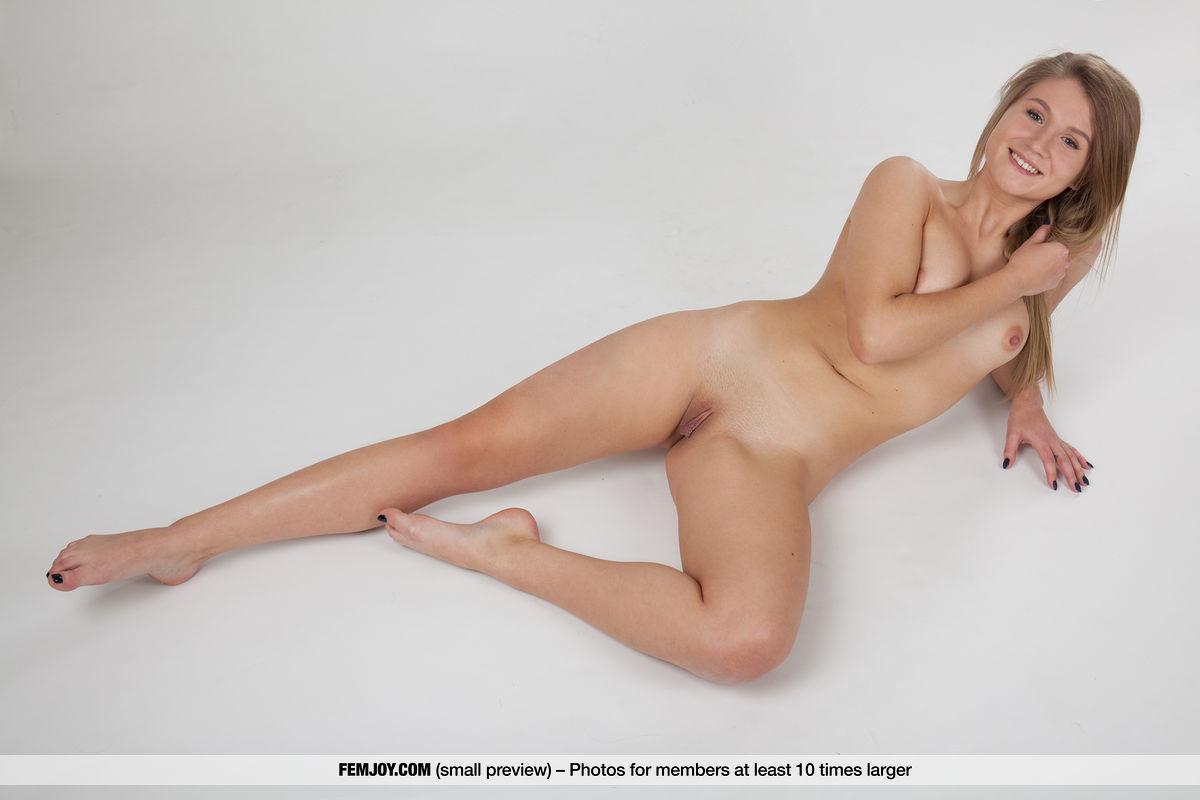 Best spectacular model Sarika in bare-skinned sessions