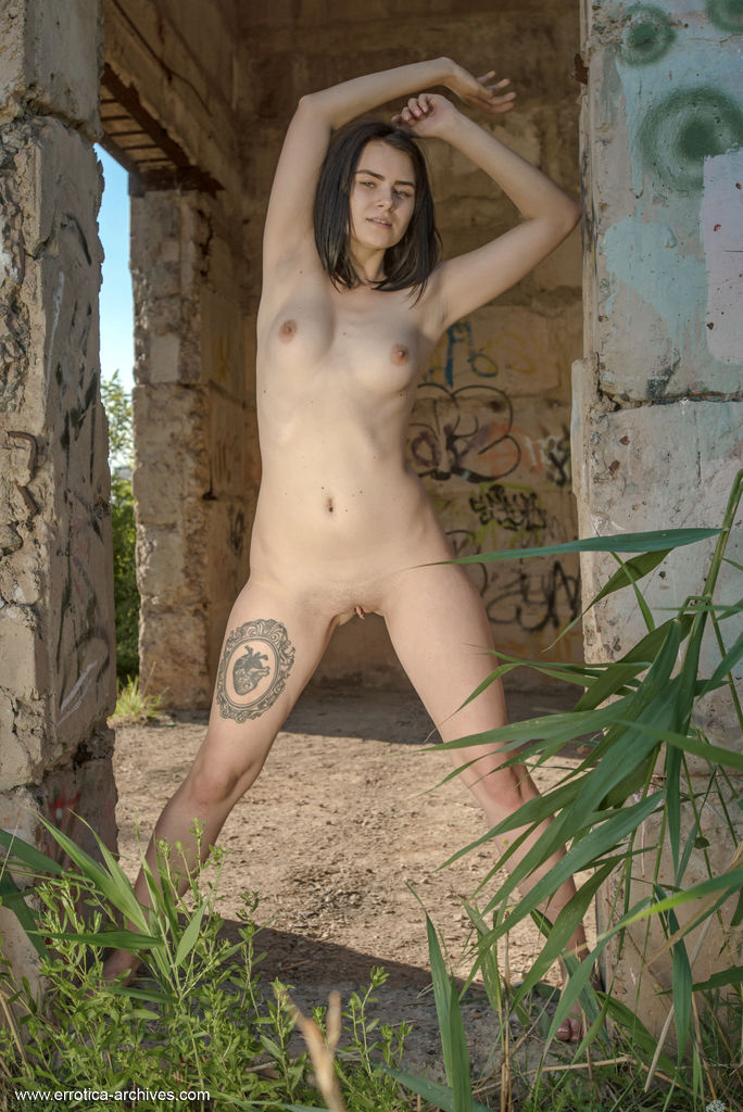 Silver Leen in salacious photo sessions