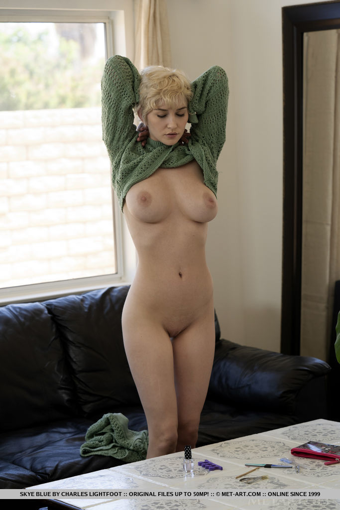 Skye Blue large titties picture
