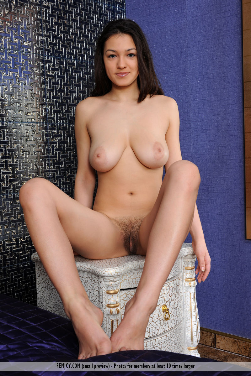 On the cover of Mirror On The Wall FemJoy is inspiring Sofie