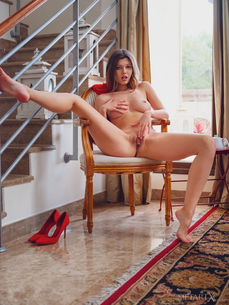Stefania Beatty in alluring photo HD for chargeless