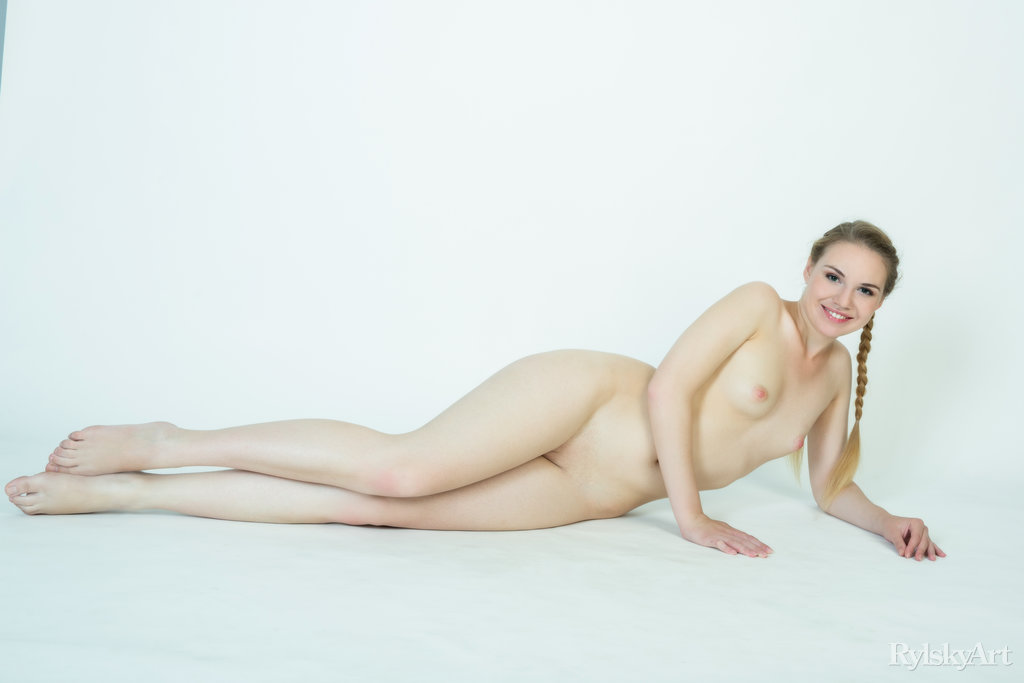 Stephanie in sexual photo sessions