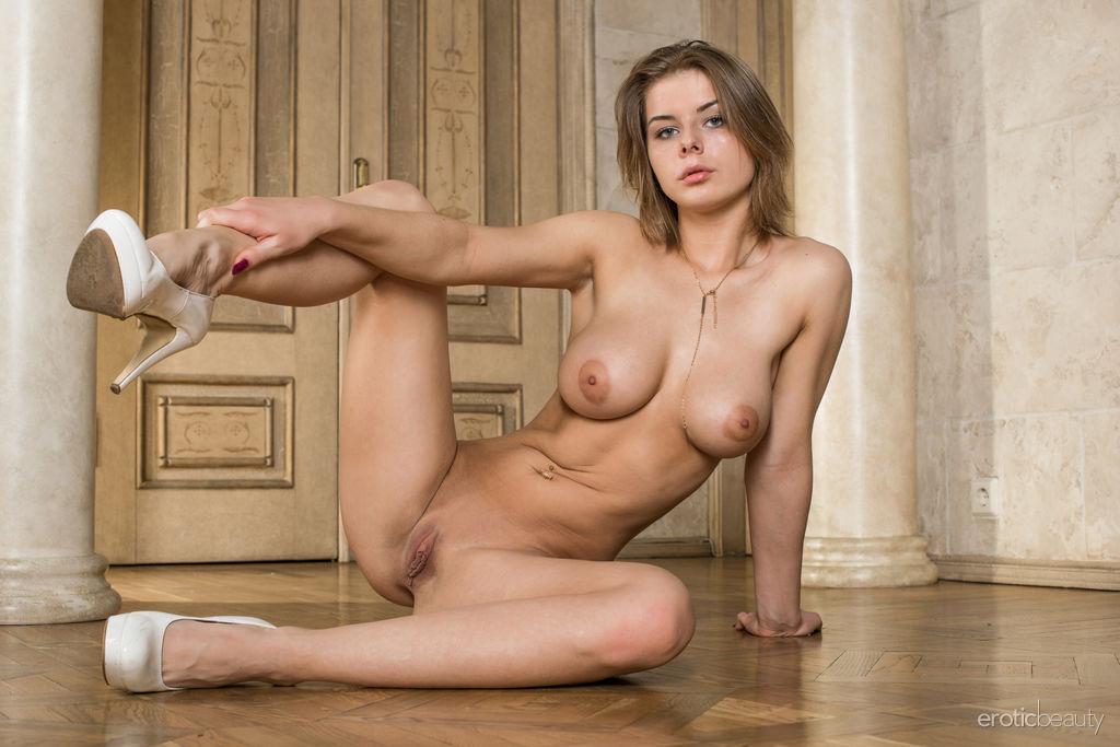 stark photo gallery of  Yelena