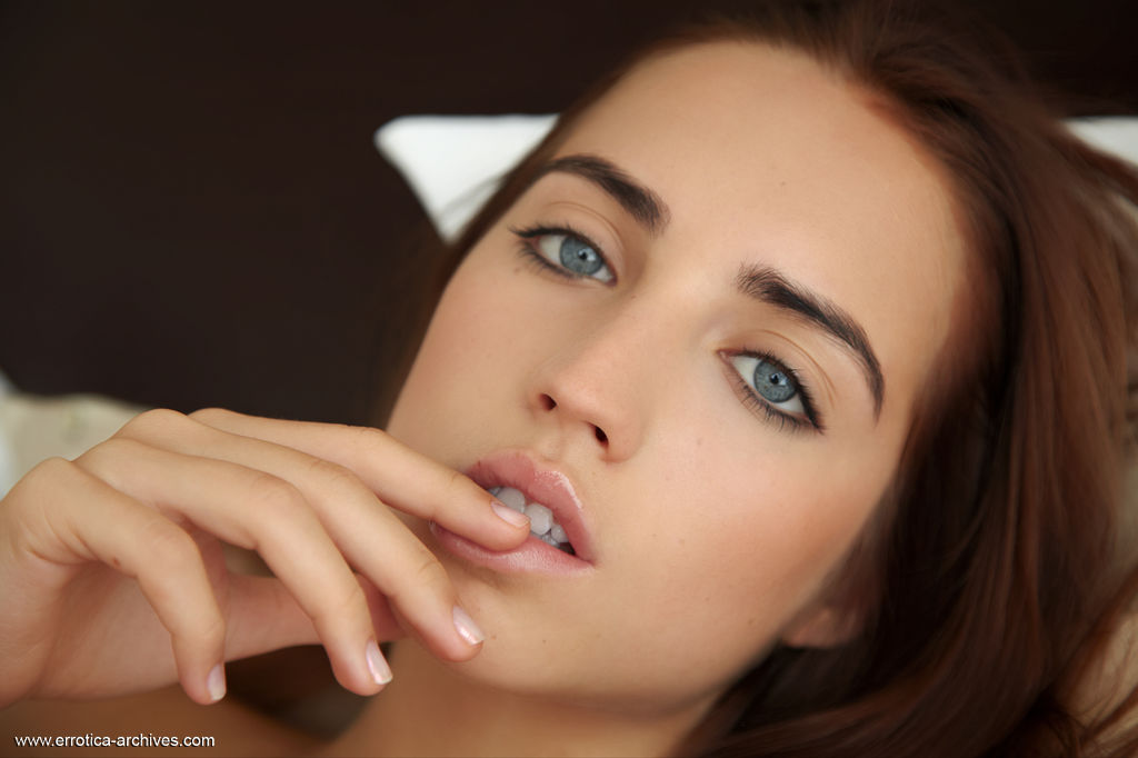 This young lady has small naturaltits and Brown hair, Blue eye