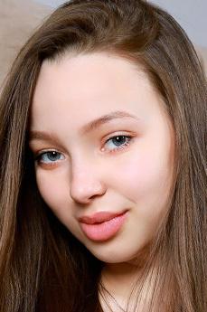 Art model Charlize