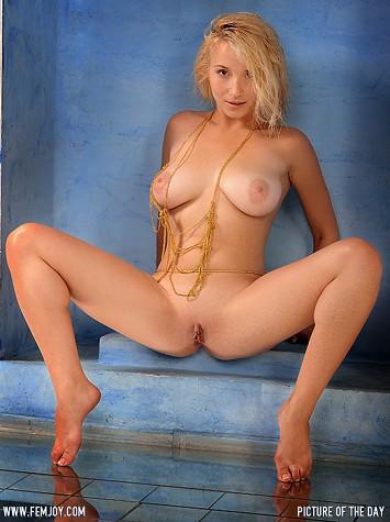 Art model Ella C.