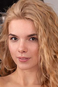 Art model Hannah Rose