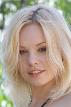 Art model Isabella C