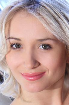 Art model Isabella D