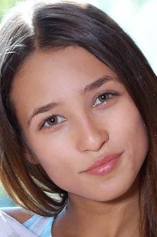 Art model Layna