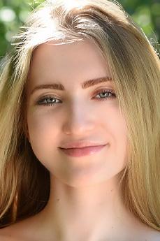 Art model Lena Flora