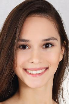 Art model Leona Mia