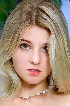 Art model Libby