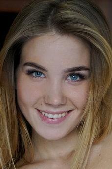 Art model Lola Krit