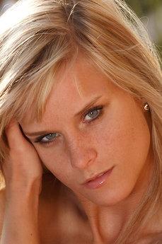 Art model Miela A