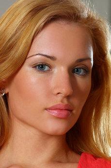 Art model Rinna A