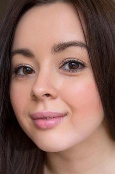 Art model Shania