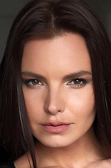 Art model Suzie Carina