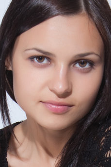 Art model Taini