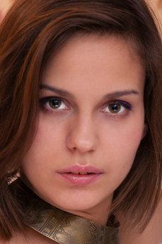 Art model Tirata