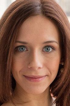 Art model Tracy Smile