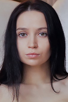 Art model Yassa