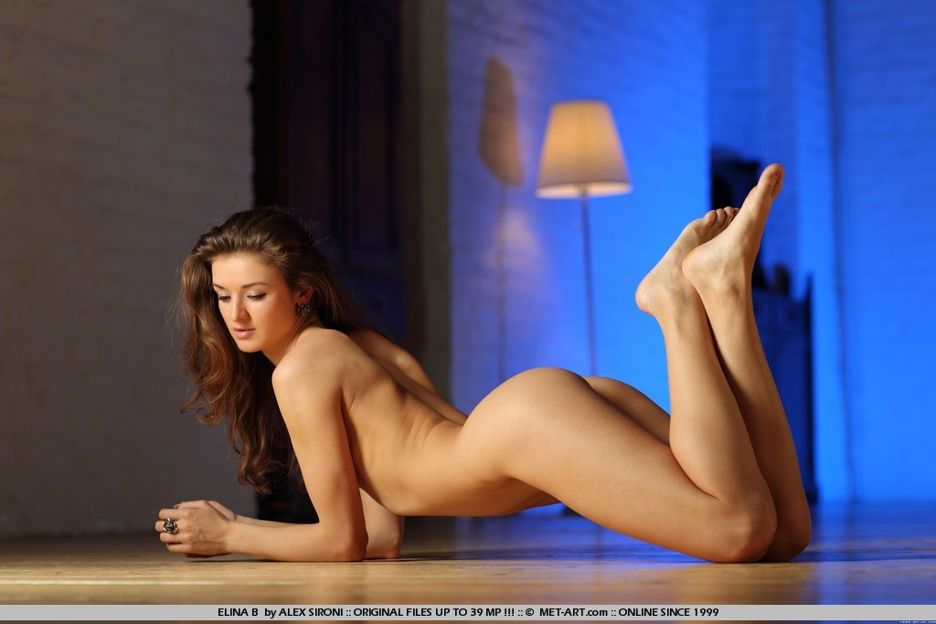 Elina B this amazing woman naked beautifully protrudes her ass for intercourse