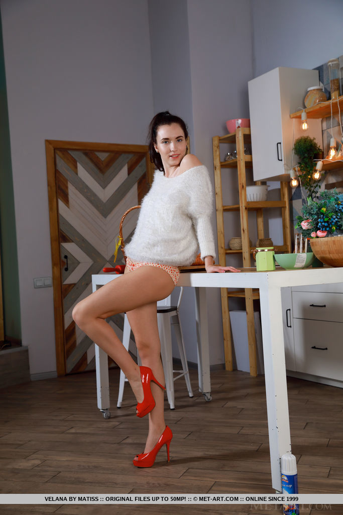 Velana in red high heels will undress